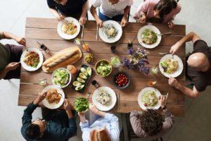 Tisch mit Essen